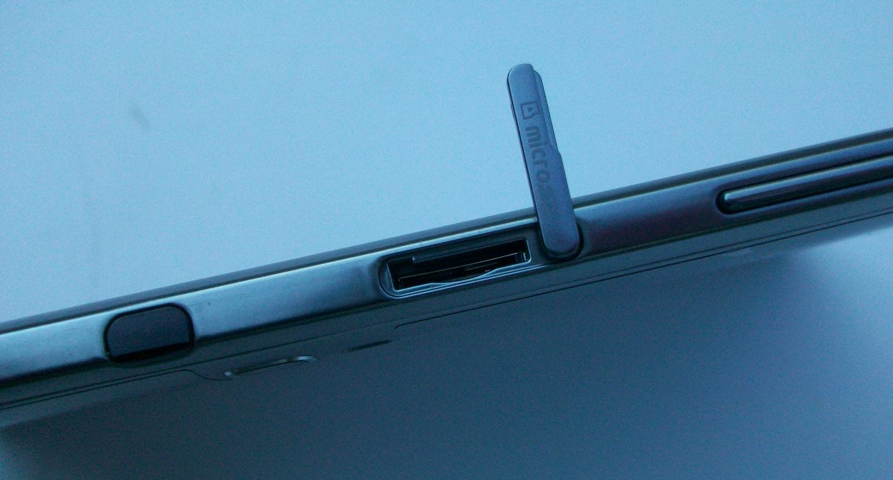 Samsung_Galaxy_Note_10.1_SD_slot_TA
