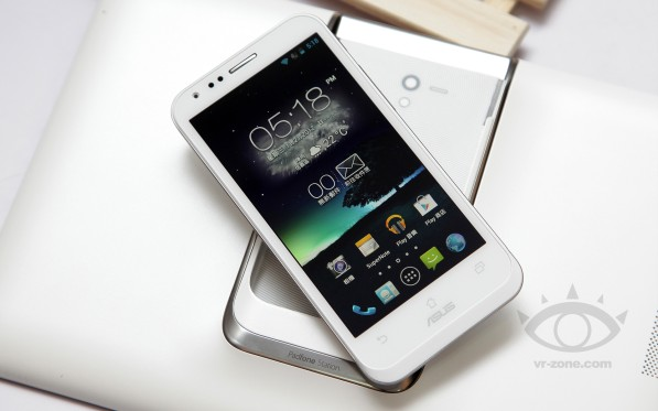 ASUS-PadFone-2-White-17