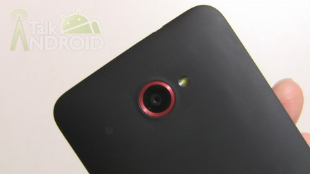 HTC_DROID_DNA_TA_Back_Close_Up_Of_Camera_Lens_01