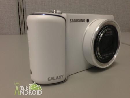Samsung_Galaxy_Camera_Review_Front_Grip