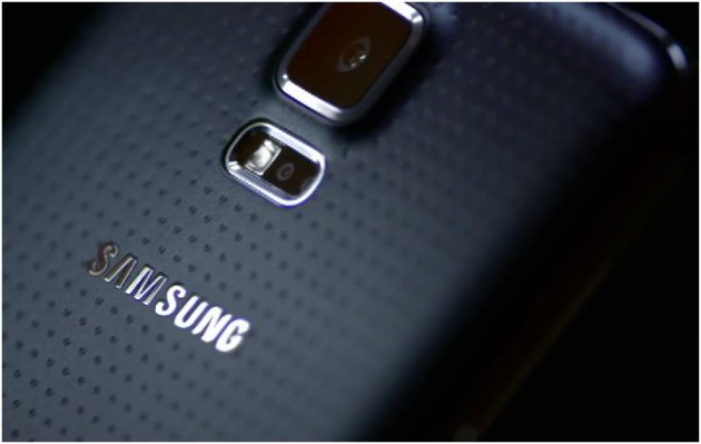 Samsung_Galaxy_S_5_Amazing_Things_Happen_Commercial_01