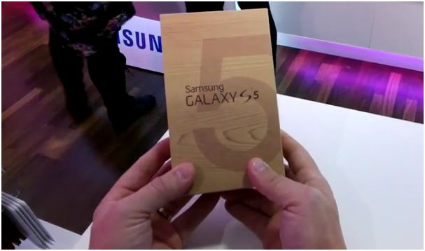T-Mobile_Galaxy_S_5_Unboxing_01