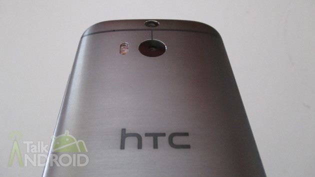 HTC_One_M8_Back_Slanted_HTC_Logo_TA_02