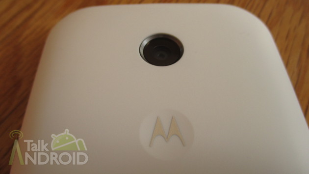 Motorola_Moto_E_Back_Camera_Motorola_Logo_02_TA