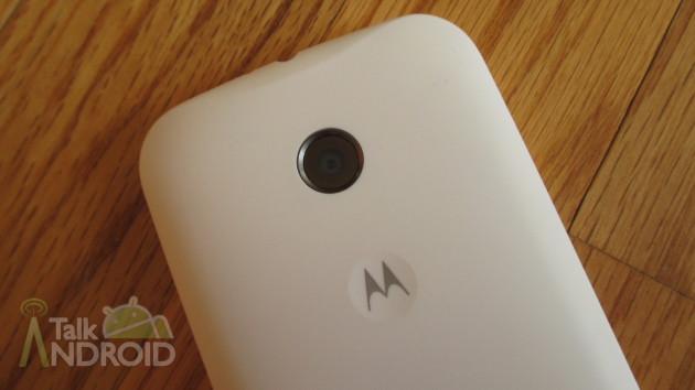 Motorola_Moto_E_Back_Camera_Motorola_Logo_TA