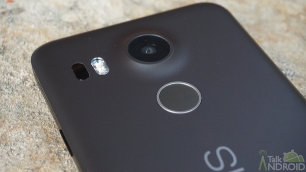 nexus_5x_camera_fingerprint_scanner_closeup_TA