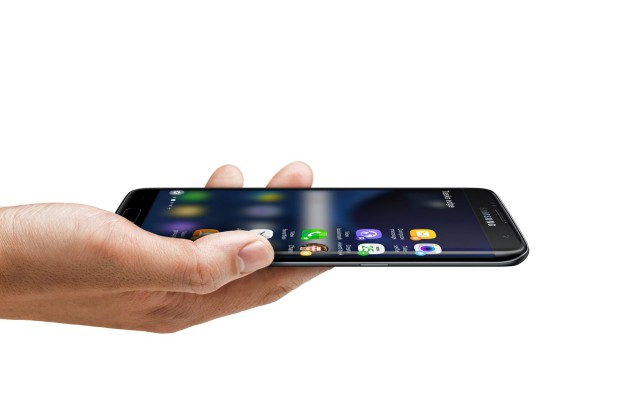 samsung_galaxy_s7_edge_launch_in-hand