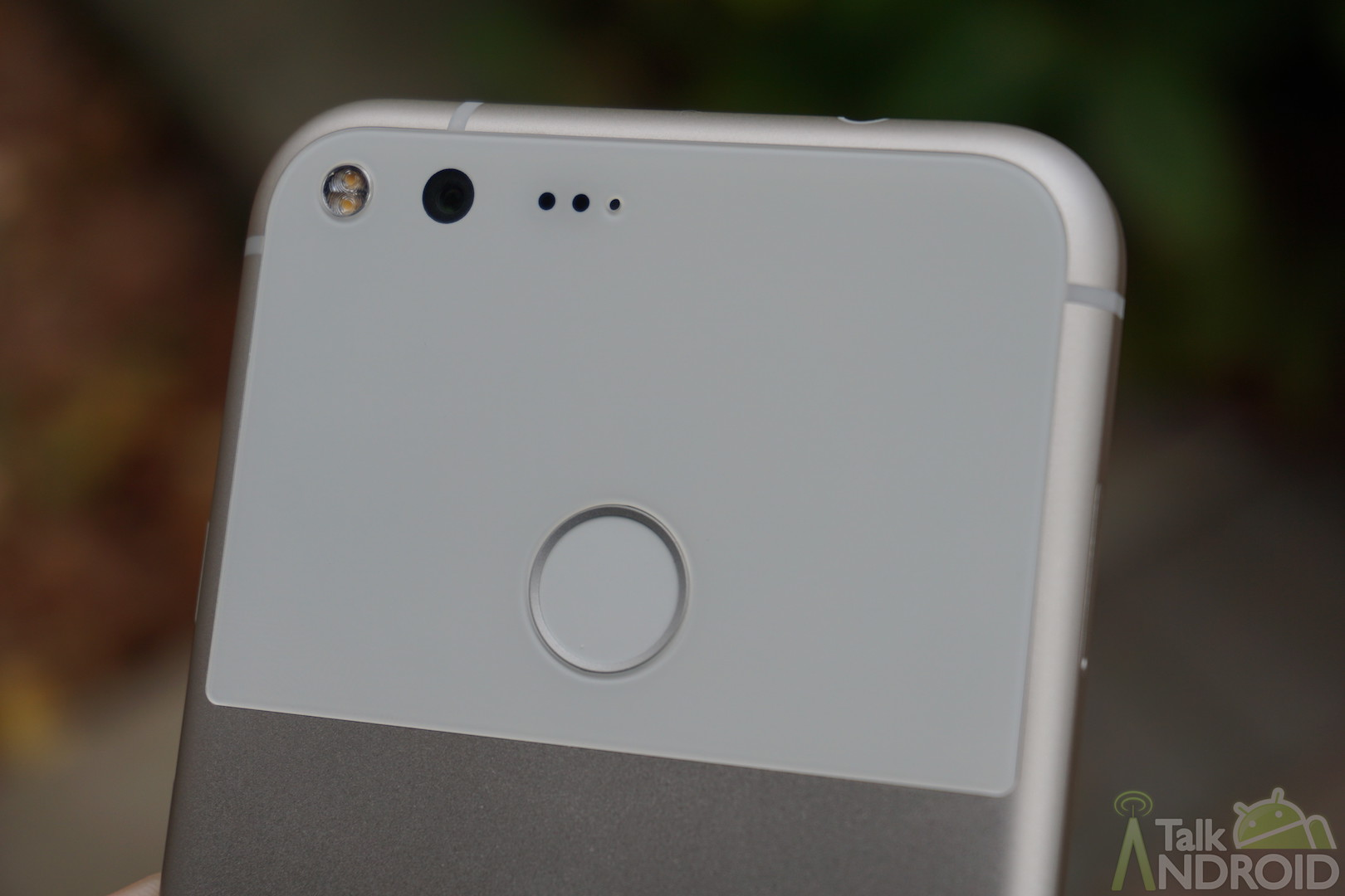 Google Pixel 2 Live Photos Confirm Disappointing Thick Bezels