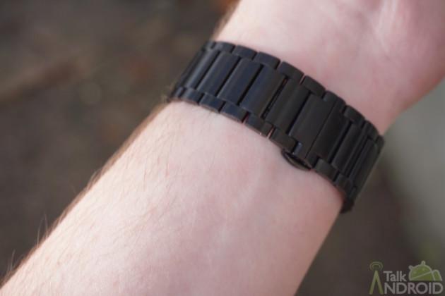huawei_watch_on_wrist_band_closeup_TA