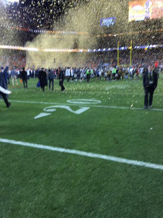 tim_cook_blurry_superbowl