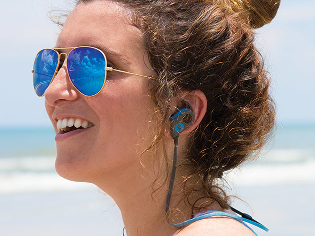 freshebuds_pro_magnetic_bluetooth_earbuds_woman