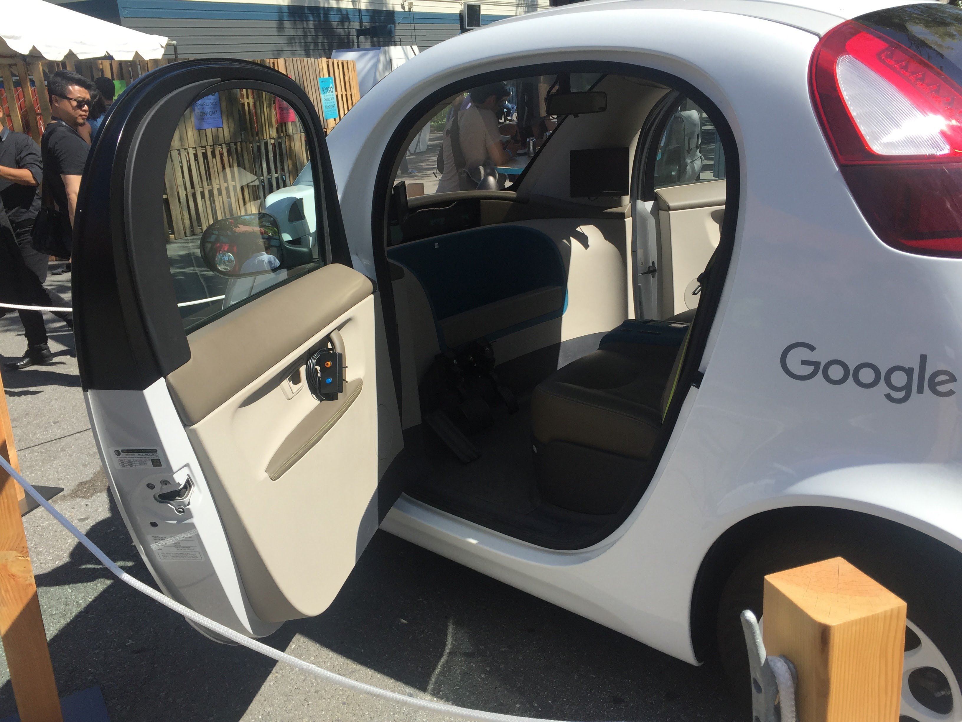 Google lost employees in autonomous car project by paying way too