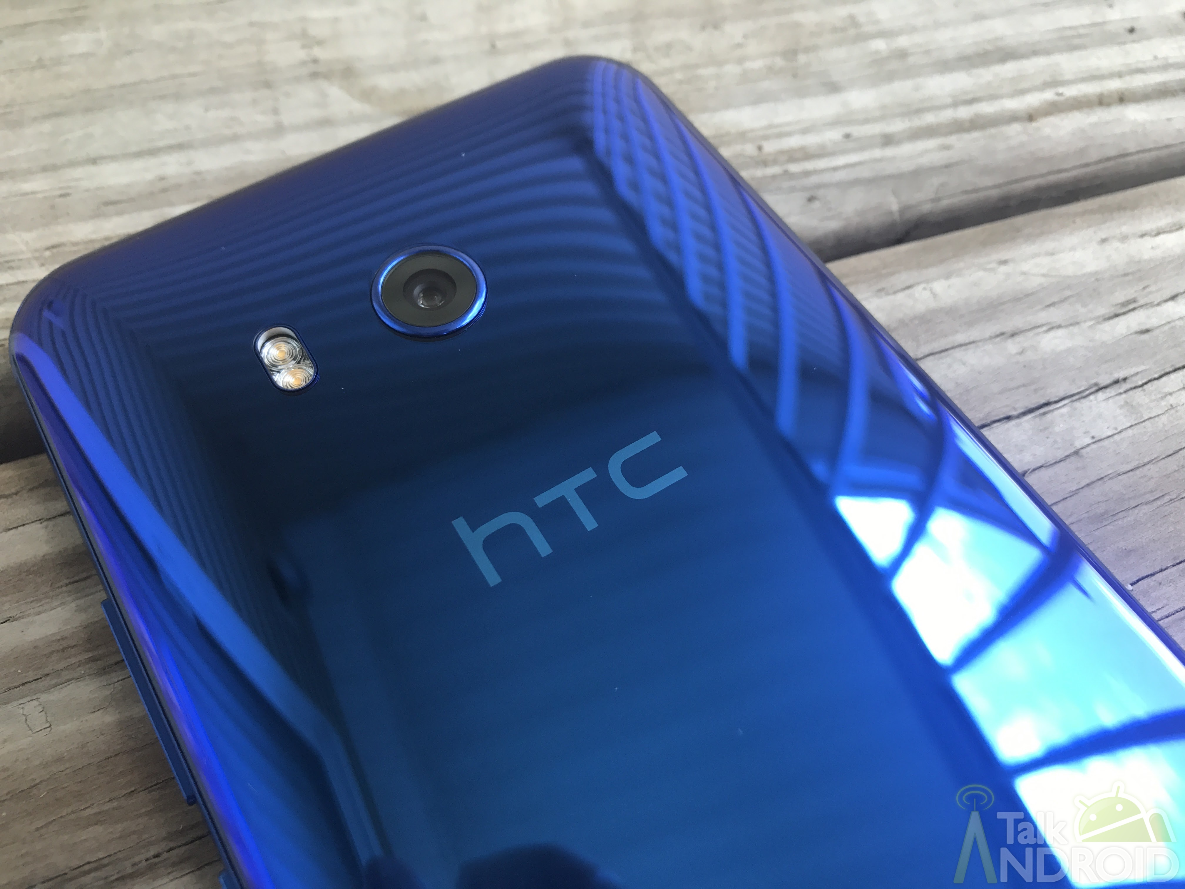 HTC confirms U.S.  layoffs and will combine its smartphone and VR divisions