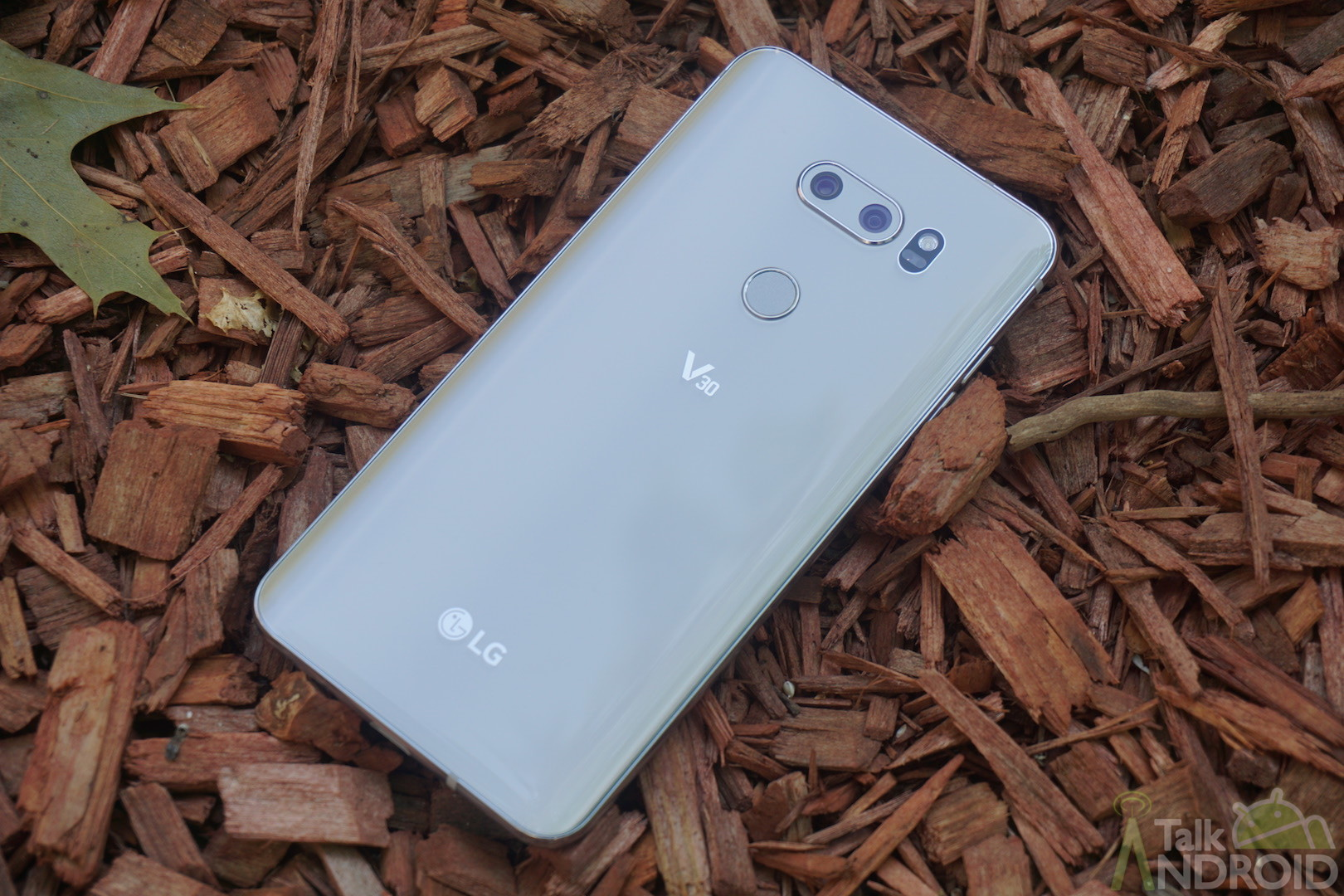 LG rolls out Android Oreo Beta for V30 & V30